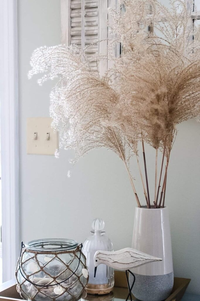 summer decorating- vase filled with pampas grass
